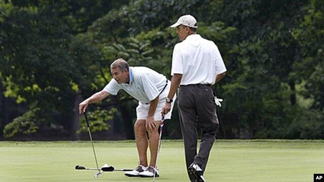 Presiden AS Barack Obama dalam salah satu permainan golf dengan Ketua DPR John Boehner. (Foto: Dok)