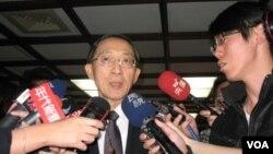 台湾外交部长林永乐3月4日回答记者问题(申华拍摄)