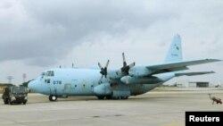 ပူးတြဲစစ္ေရးေလ့က်င့္ဖို ့ ဂ်ပန္နိုင္ငံသို ့ေရာက္ရွိေနသော C-130 ဟာၾကူလီ ေလယာဥ္တစီး ( ဓာတ္ပံု - Reuters)