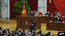 김정은 북한 국무위원장이 노동당 중앙위원회 제7기 제5차 전원회의를 주재했다며, 관영 '조선중앙통신'이 1일 사진을 공개했다.