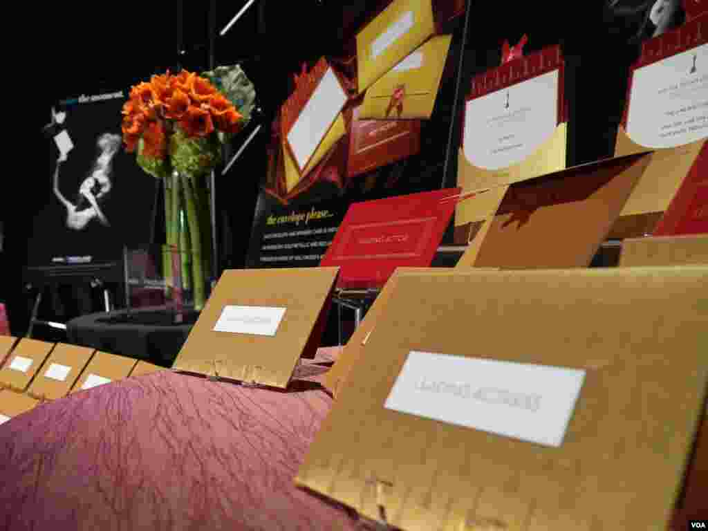 典雅流丽的颁奖信封(美国之音国符拍摄)