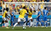 Colombia's Pablo Armero (C) celebrates after scoring against Greece during their match at the Mineirao stadium in Belo Horizonte June 14, 2014.