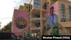 Le siège du Parti nigérien pour la démocratie et le socialisme du président sortant du Niger, Mahamadou Issoufou, en pleine campagne pour l'élection présidentielle couplée aux législatives du dimanche du 21 février 2016, à Niamey, Niger, 16 février 2016. (VOA/Nicolas Pinault)