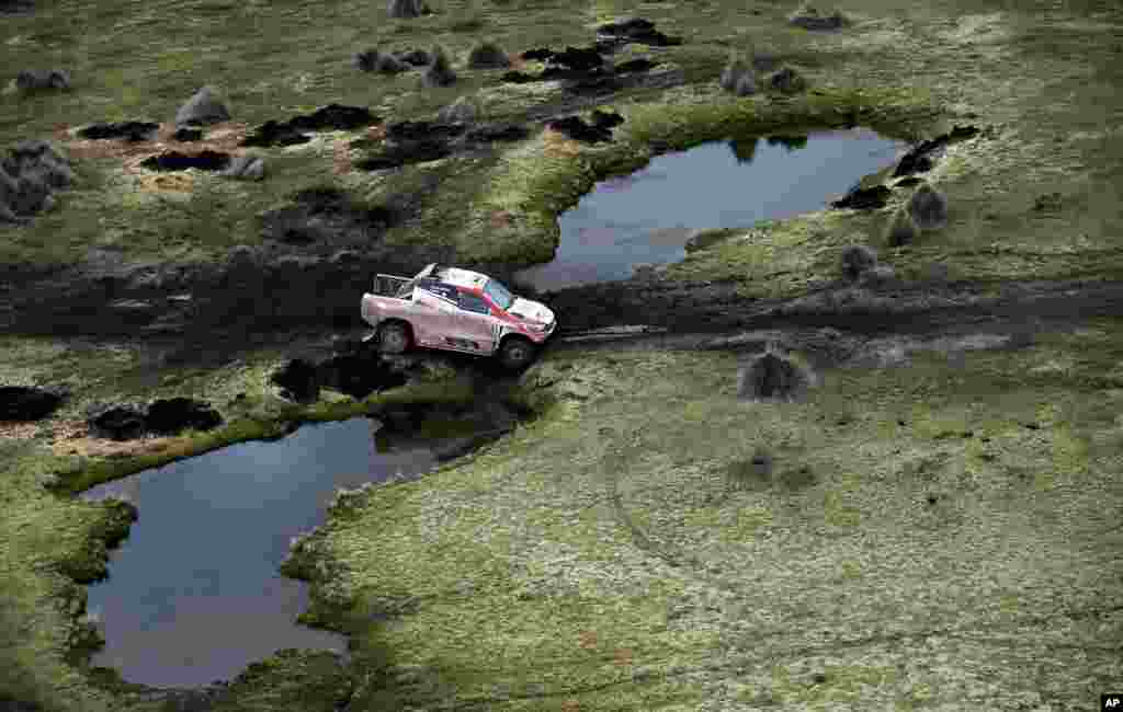 Toyota's driver Giniel De Villiers of South Africa and co-driver Dirk Von Zitzewitz, of Germany, compete during Stage 7 of the 2018 Dakar Rally between La Paz and Uyuni, Bolivia, Jan. 13, 2018.