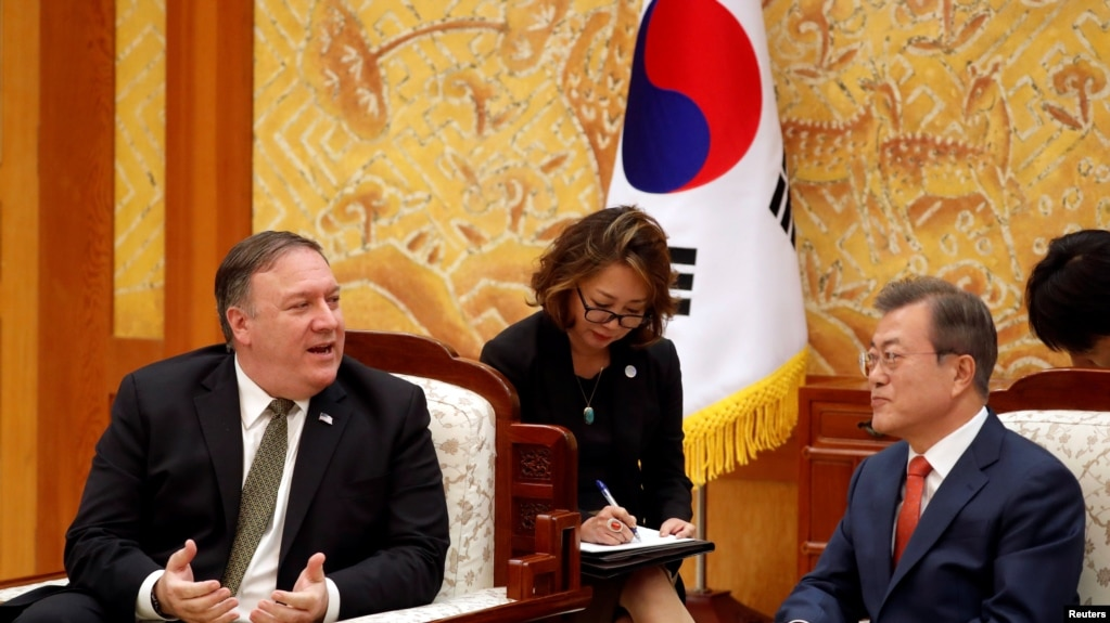 Ngoại trưởng Mỹ Mike Pompeo hội đàm với TT Hàn quốc Moon Jae-in tại Tòa Nhà Xanh ở Seoul, Hàn quốc, vào ngày 7/10/ 2018.
