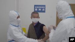 中国进行新冠疫苗二期临床试验。