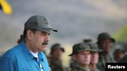 រូបឯកសារ៖ ប្រធានាធិបតីវេណេស៊ុយអេឡា Nicolas Maduro ចូលរួមក្នុងពិធីហ្វឹកហាត់យោធានៅក្រុង Turiamo កាលពីថ្ងៃទី៣ កុម្ភៈ ២០១៩។