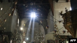 Nhà thờ Máng cỏ ở Bethlehem nơi được tin là Chúa Giê Su đã ra đời (ảnh tư liệu ngày 14 tháng 11, 2011)