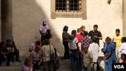 Imigranti ispred javne kuhinje u Firenci