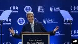 美国国务卿克里在新加坡管理大学发表演讲。