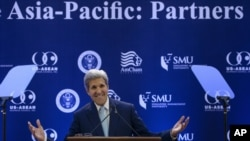 Menteri Luar Negeri AS John Kerry berpidato di Singapore Management University di Singapura (4/8).