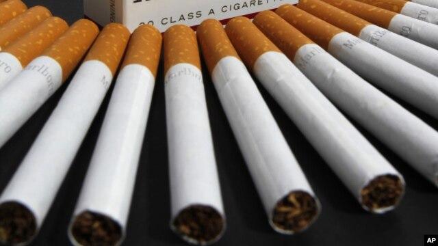 La OMS estima que uno de cada 10 cigarrillos es comprado a través de canales ilegales, lo que cuesta a los gobiernos más de $40 mil millones de dólares anuales en impuestos no cobrados.