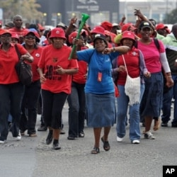 Civil servants on strike to protest for better salary increases take to the streets of Johannesburg