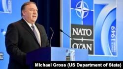 美国国务卿蓬佩奥在美国国务院举行的北约外长会议上对媒体发表讲话。(2019年4月4日)