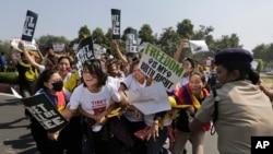 نئی دہلی میں قائم چین کے سفارت خانے کے سامنے منگل کو ہونے والے احتجاج کا منظر