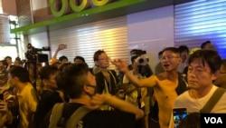 9-15北角事件不同政見人士在街上互相指罵。(美國之音湯惠芸)