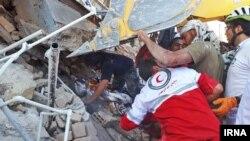 صدها نفر کشته و هزاران نفر در این زلزله مجروح شدند.