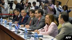 21일 쿠바 수도 아바나에서 미국과 쿠바 대표단이 국교 정상화를 위한 회담을 가졌다.