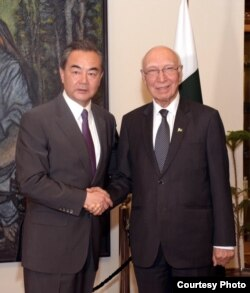 Chinese Foreign Minister Wang Yi meets with Pakistani foreign policy adviser Sartaja Aziz in Islamabad, June 24, 2017. (Pakistan Foreign Ministry photo)
