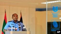 Phó Ủy viên cảnh sát Maldives Abdullah Nawaz xác nhận việc bắt giữ Phó Tổng thống Ahmed Adeeb trong 1 cuộc họp báo ở Male, Maldives, 24/10/2015.