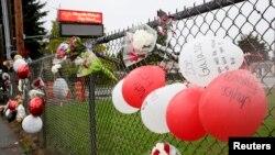 Des témoignages à la mémore des victimes de la tuerie de vendredi au lycée de Marysville-Pilchuck dans l'Etat de Washington (Reuters)
