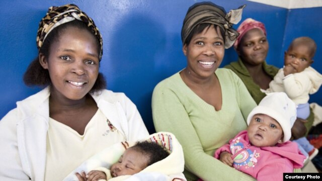 Mothers in Swaziland are among those benefiting from EGPAF programs. (Credit: EGPAF)