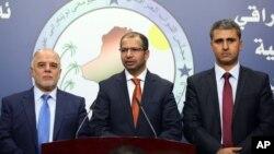 Ketua parlemen baru Irak, Salim al-Jubouri (tengah) didampingi dua wakilnya, berbicara kepada media di Baghdad, Selasa (15/7).