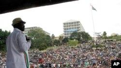 Raila Odinga kiongozi wa ODM akihutubia umati wa watu kwenye uwanja wa Uhuru Park Nairobi, July 7, 2014.