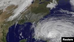 10月25日桑迪飓风肆虐巴哈马地区