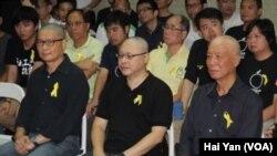 和平佔中發起人陳健民、戴耀廷和朱耀明(左起)剃發明志堅定佔中