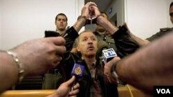 Amir Makhoul di ruang pengadilan di Israel setelah penjatuhan hukumannya, Minggu (1/30).