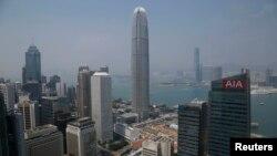 아시아개발은행이 1일 '경제전망 수정 보고서'에서 올해 아시아 국가의 성장률을 6퍼센트로 하향 조정했다. 사진은 홍콩 중심가의 고층 건물들.