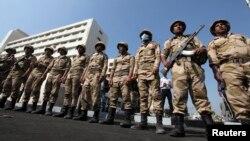 Quân đội Ai Cập tiếp quản an ninh tại Port Said, 170 km (106 dặm) về phía đông bắc thủ đô Cairo, ngày 10/3/2013.