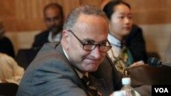 Senator Charles Schumer mengatakan, RUU itu pesan untuk Presiden Hu Jintao yang akan berkunjung ke AS.