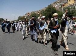 아프가니스탄 시민들로 구성된 '평화행진단'이 지난 18일 수도 카불에 도착하고 있다.