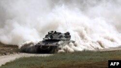 یک تانک اسرائیلی در نزدیکی مرز این کشور با نوار غزه