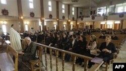 Các tín đồ Cơ đốc giáo tại Iraq tham dự các buổi lễ chủ nhật đầu tiên tại nhà thờ St. Joseph, ngày 7/11/2010