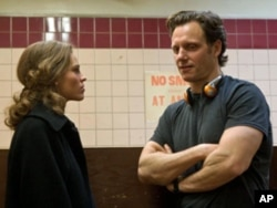"Hilary Swank and director Tony Goldwyn on the set of ""Conviction"""