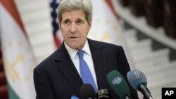 美国国务卿克里会见塔吉克斯坦总统后向媒体发表声明