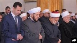 Aholisining aksariyati sunniylar bo'lgan Suriyaning amaldagi prezidenti Bashar al-Assad shia mazhabining alaviylar guruhiga mansub.