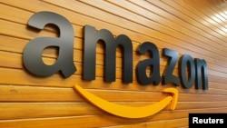 Le logo d'Amazon sur un mur du batiment de la compagnie à Bengaluru, Inde, le 20 avril 2018.