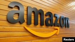 ស្លាកសញ្ញារបស់ក្រុមហ៊ុន Amazon ដែលមានមូលដ្ឋាននៅសហរដ្ឋអាមេរិក។