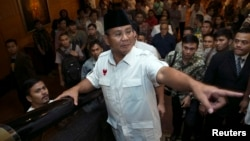 Indonesian presidential candidate Prabowo Subianto gestures after a meeting with members of his Red and White coalition, Jakarta, July 20, 2014.