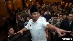 Kandidat presiden Prabowo Subianto usai bertemu dengan para anggota koalisi di sebuah hotel di Jakarta (10/7).