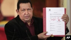La oposición ha dicho que con la ley Chávez busca sumar votos de cara a las elecciones de octubre.