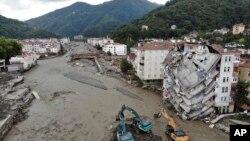 土耳其北方地區的暴雨造成了洪水和泥石流(2021年8月13日)