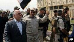 Премьер-министр Ирака Хайдер аль-Абади (слева). Тикрит, Ирак. 1 апреля 2015 г.