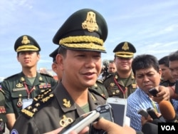 Hun Manet, the premier's eldest son and a senior general in the army talks to journalists during a sports tournament of the Royal Cambodian Armed Forces, January 5, 2017. (Kann Vicheika/VOA Khmer)