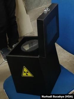 Baterai nuklir berbahan plutonium-238 hasil riset tim Universitas Gadjah Mada (UGM).