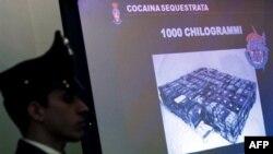 Cảnh sát Ý tịch thu 1.000 ký cocaine tại cảng Calabria, nơi băng đảng 'Ndrangheta đặt bản doanh hồi tháng 11, 2010.